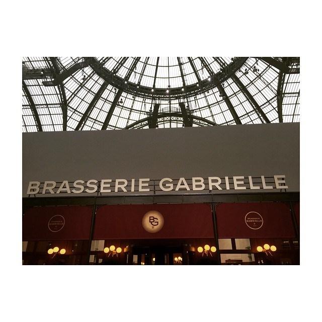 <em>A la brasserie Gabrielle @chanelofficial #pfw</em> @elleusa