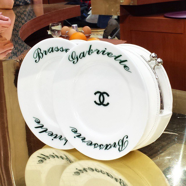 <em>The plat du jour at @chanelofficial was this plate clutch. Dishy. #chanel #brasseriegabrielle #pfw #aw15 #fw15 #ellemyrunway</em> @ellemalaysia