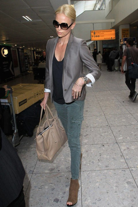 <strong>CHARLIZE THERON</strong> <BR> A lesson in keeping it simple and chic: blazer, skinny jeans, and done.