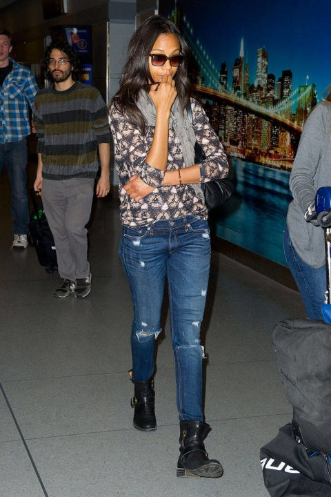 <strong>ZOE SALDANA</strong> <BR> Ripped skinny jeans, moto boots, and a printed sweatshirt top: easy and not-trying-too-hard.