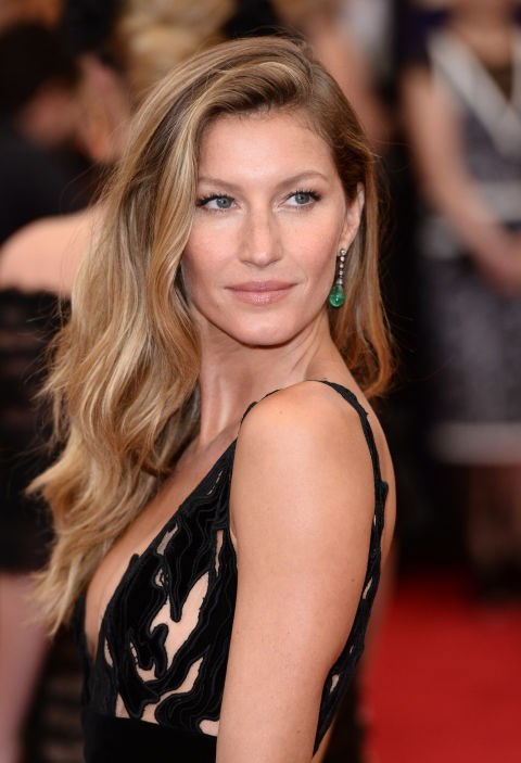 Offset a fancy dress with natural-looking hair,Gisele Bündchen
