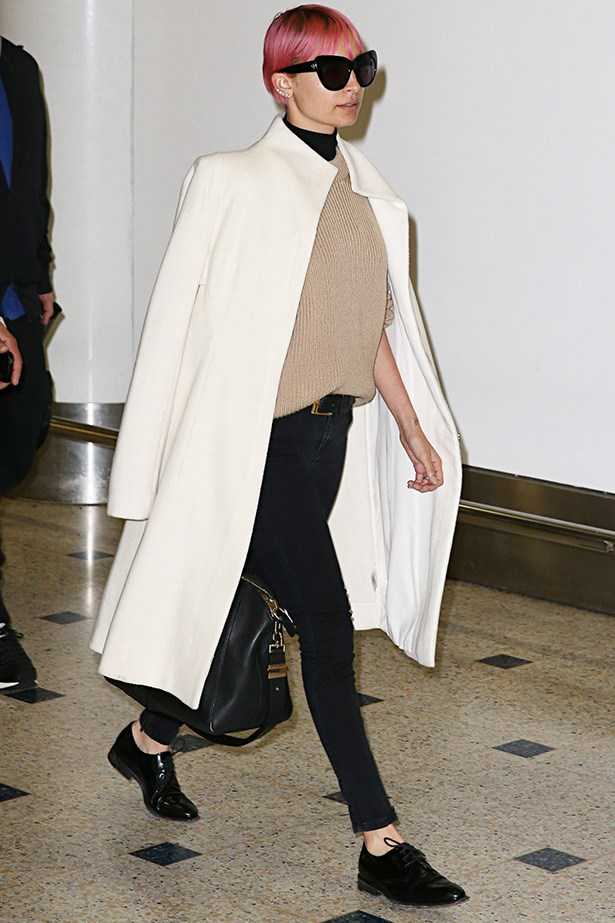Nicole Richie shows how a chic duster coat can make you appear polished and put together after any journey.