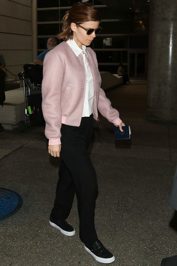 Kate Mara knows how to travel in style and comfort in this relaxed yet chic look. It's all about achieving that balance!