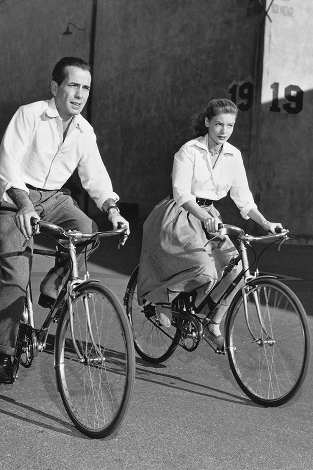 #FlashbackFriday time! Everyone's favourite '40s co-stars and lovers Humphrey Bogart and Lauren Bacall take a breath of fresh air during a long day of shooting.