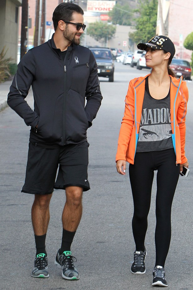 On all other times, Cara joins her beau Jesse Metcalfe for workouts. A true sight to behold when you catch a glimpse of their toned and tanned physiques, this couple is known for their high-intensity gym sessions together, with Cara being a huge Tracy Anderson fan.