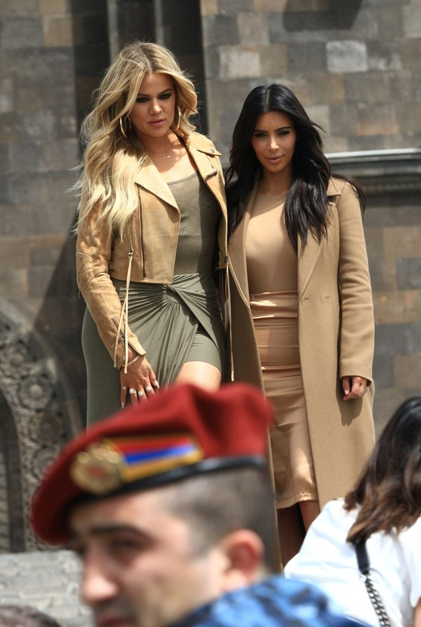 <strong>INSTANT TAN</strong> <br><em>April 2015</em> <br>Khloe and Kim Kardashian