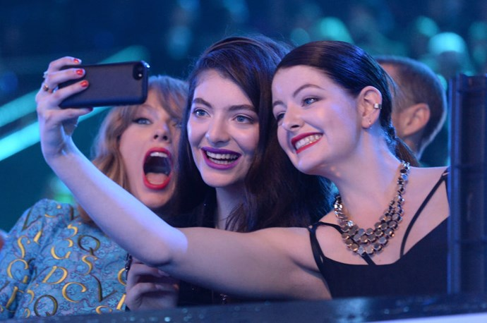 <strong>TAYLOR SWIFT, LORDE, AND LORDE'S SISTER, JERRY YELICH-O'CONNOR</strong>