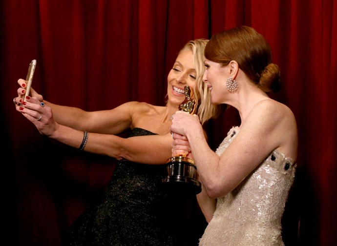 <strong>KELLY RIPA AND JULIANNE MOORE</strong>