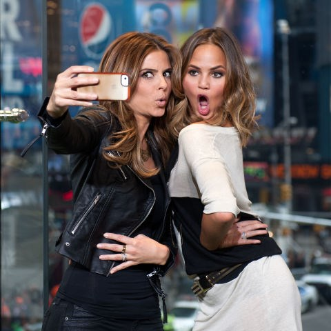 <strong>MARIA MENOUNOS AND CHRISSY TEIGEN</strong>