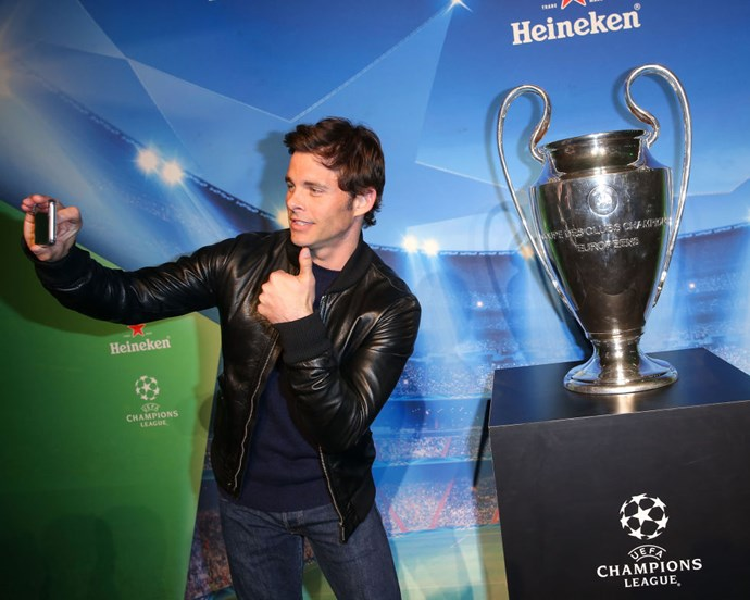 <strong>JAMES MARSDEN AND THE UEFA CHAMPIONS LEAGUE TROPHY</strong>