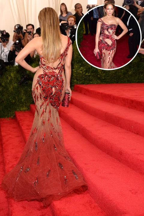 <strong>Jennifer Lopez<br></strong> In Atelier Versace at the 2015 Met Gala.