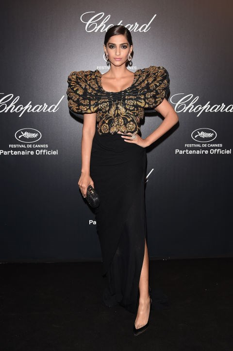 <strong>SONAM KAPOOR</strong> <BR> In Abu Jani Sandeep Khosla with Chopard jewellery