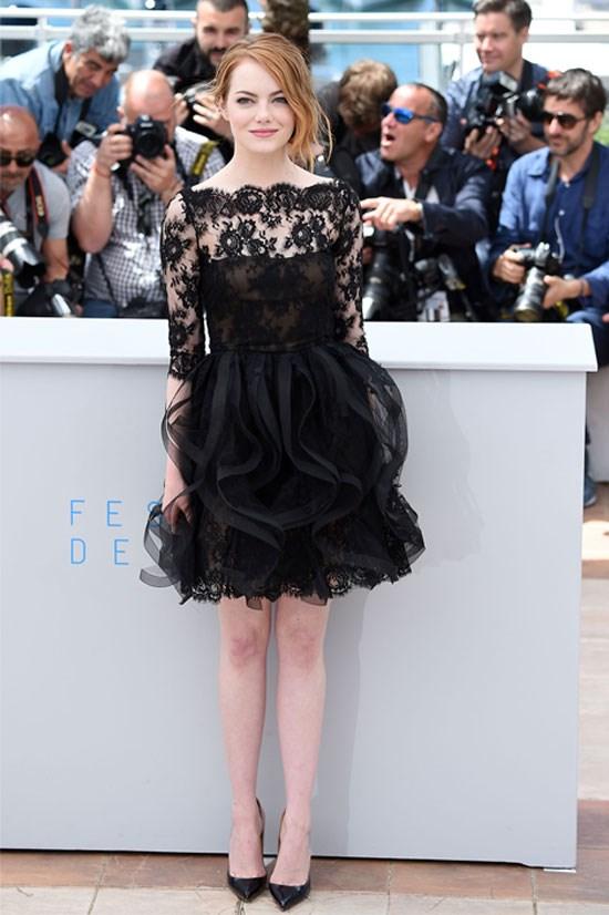 <strong>Emma Stone</strong> wearing Oscar de la Renta