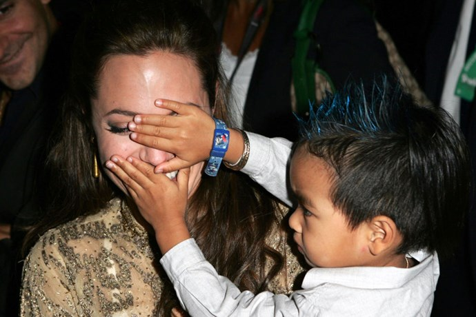 Playing peekaboo with son Maddox at the <em>Shark Tale</em> premiere in September 2004.