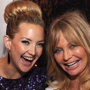 Kate Hudson and Goldie Hawn smiling together.
