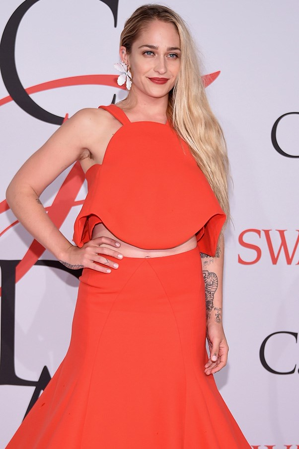 Jemima Kirke armpit hair trend