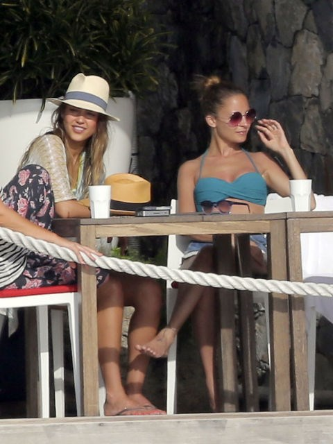 <p><strong>Jessica Alba and Nicole Richie</strong> <p>Girl getaway friends.