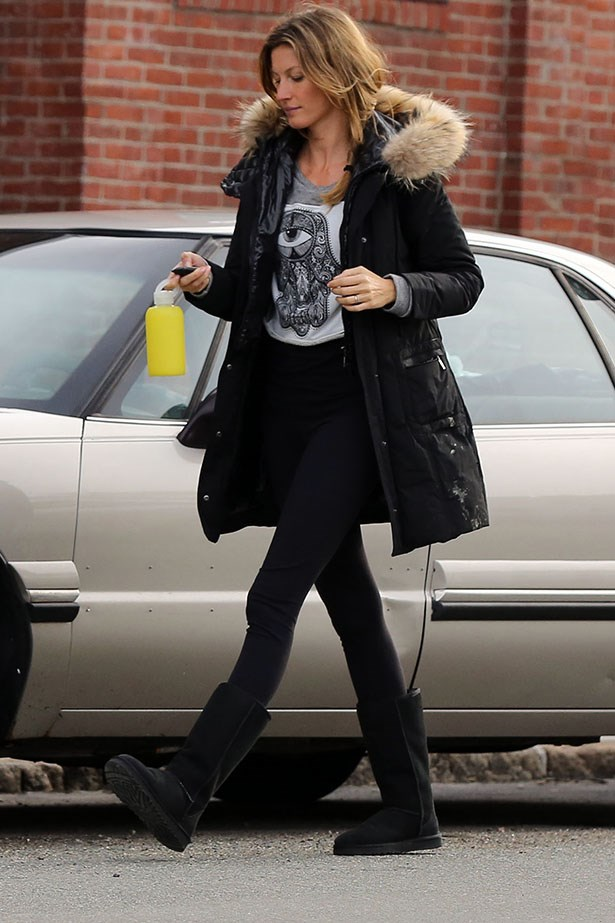 Gisele knows that a little printed t-shirt never hurt anybody.