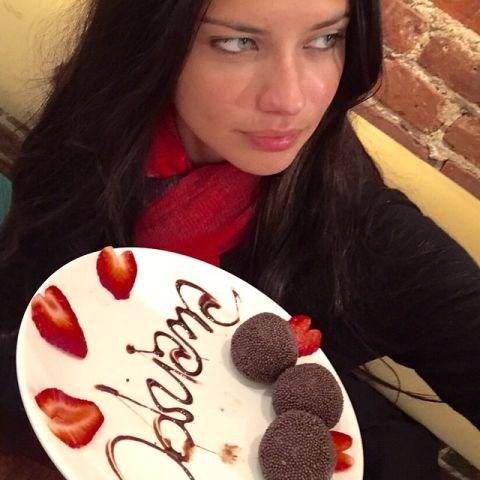 """<strong>ADRIANA LIMA</strong> <BR> Obrigada @berimbau_nycRestaurant por matar minha saudade do Brasil..... Quem quer BRIGADEIRO? @esantoslima <BR> —<a href=""""https://instagram.com/p/yNbZS7s6gR/"""">@adrianalima</a>"""