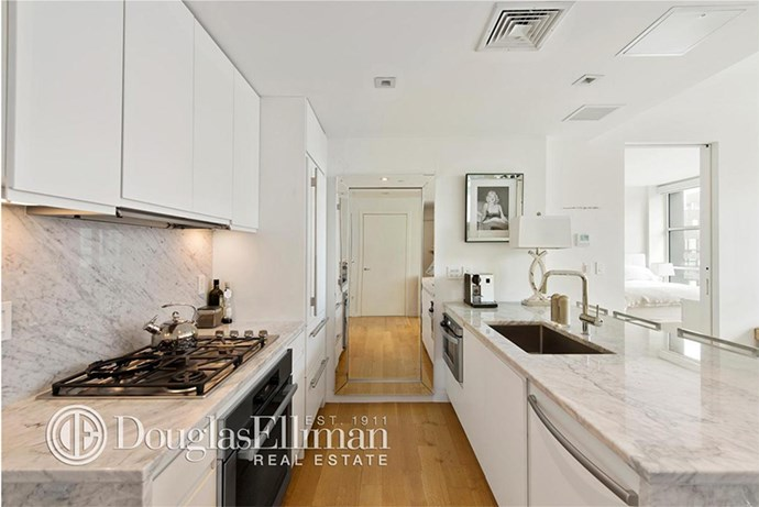 This kitchen probably hosted its fair share of supermodel pizza parties, #confirmed.