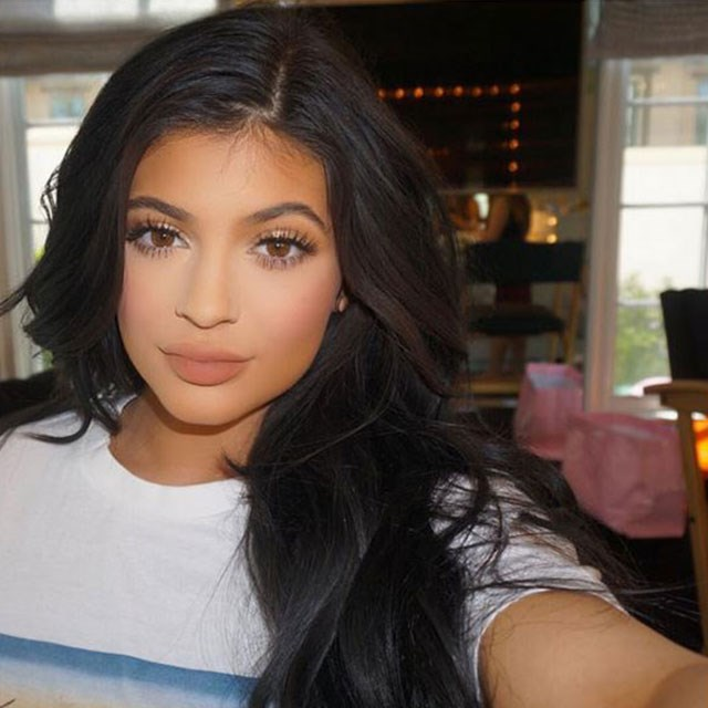 "Sure the whole 'has she, hasn't she' lip filler-fiasco made the hundreds of 'How to get Kylie Jenner's lips' tutorials on YouTube a tad defunct (turns out, she had) However there are still a bunch of beauty tips we want to pick her brain for. <br> <br> Yes the 17-year-old has a glam squad to get her ready for red-carpet events but even Kim has admitted that her baby sis knows her way around a makeup bag. So it all made sense when the teen recently announced that she'll soon launch a <a href=""https://instagram.com/p/4016vLHGmX/?taken-by=kyliejenner"">beauty section</a> on her personal website. <br> <br> From contouring like a queen, to mastering the chip-free manicure, here's what we'd want to learn from the beauty-loving teen."