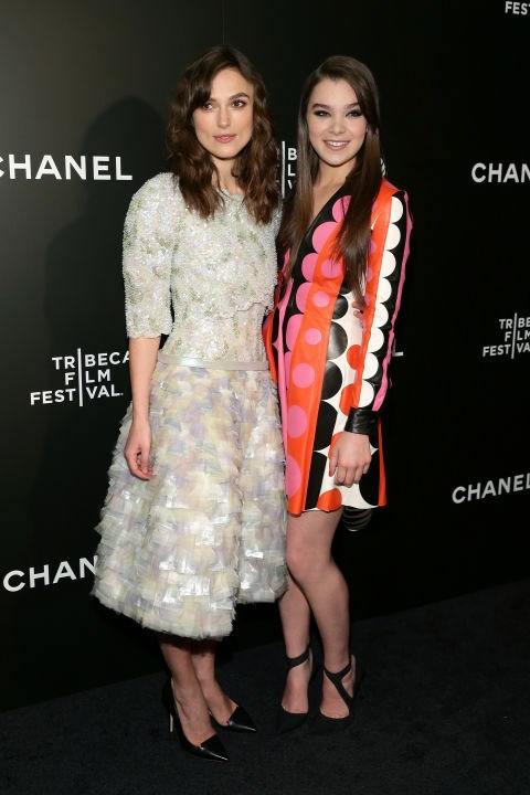 KEIRA KNIGHTLEY AND HAILEE STEINFELD. Mini-me friends.