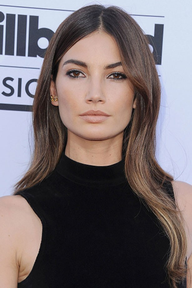 <strong>Lily Aldridge</strong> <br> <br> <em>Smudged eyeliner and relaxed texture</em>