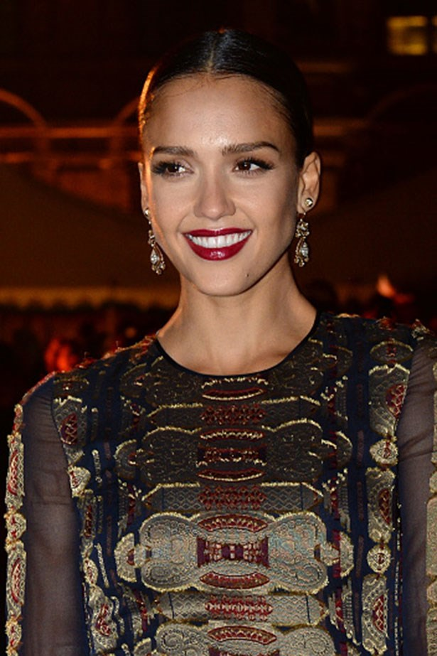 <strong>Jessica Alba</strong> <br> <br> <em>Seriously glowing skin with plum lips</em>