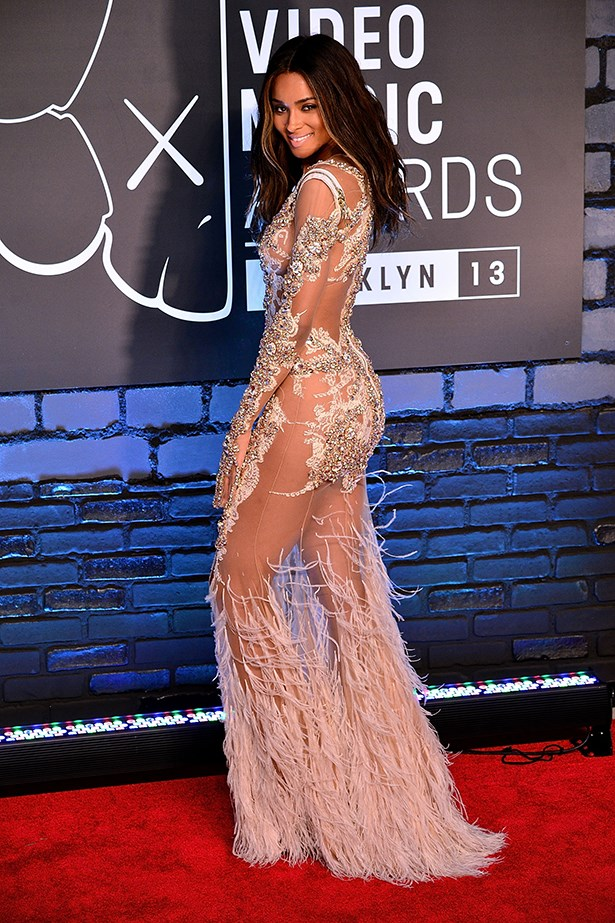 Ciara looked pretty amazing in her Givenchy couture dress. *eye emoji*