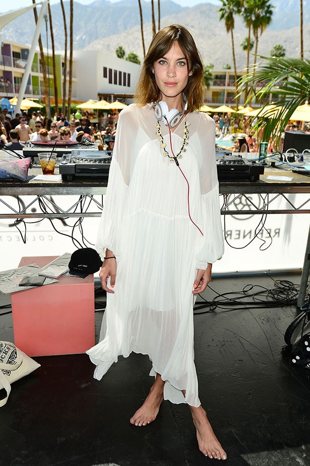 Alexa Chung has always been a bohemian at heart, her floaty white dress and bare feet prove this. Sigh, so dreamy.