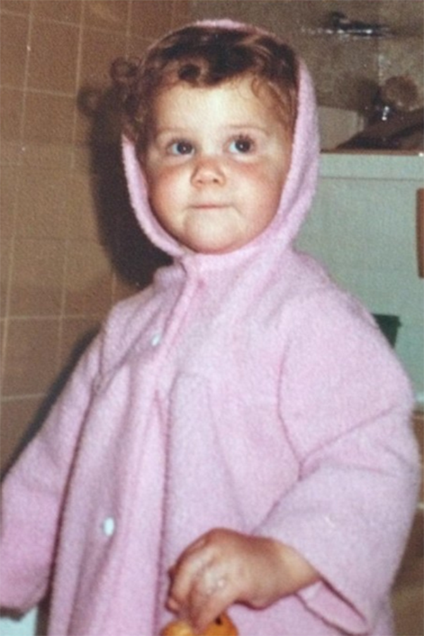 Butter wouldn't melt in her mouth when Amy Schumer was a toddler! She shared this pic on Twitter with the caption: #tbt wish me luck at the Apollo. Image via Twitter/amyschumer