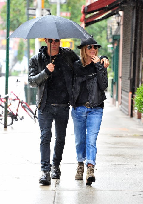 SEPTEMBER 20, 2011 Leather jackets, Ray-Bans, jeans, and lace up boots with Justin Theroux. It is possible they're even wearing matching fedoras. We just can't tell!