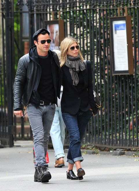 SEPTEMBER 16, 2011 Jackets and jeans with Justin Theroux.