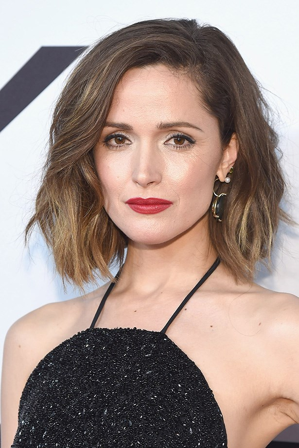 <strong>Rose Byrne's</strong> golden highlights add a bold summertime refresh and gives a lovely depth and dimension to her lob.