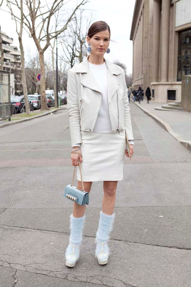 Sky blue fluffy socks with a matching Valentino bag, we couldn't pull it off but Hanneli sure can.
