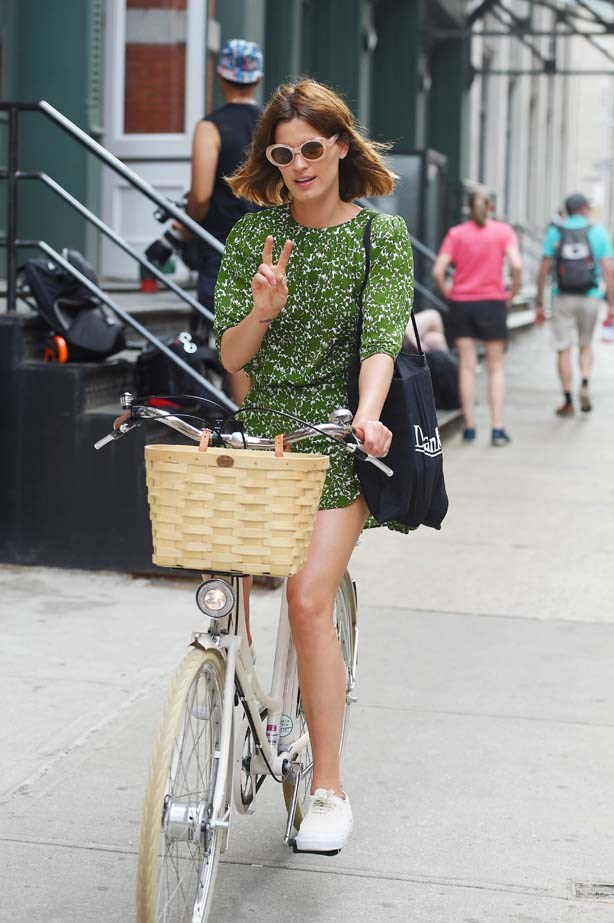 Hanneli throws up a peace-sign while riding her bike through Soho. Just like any good fashion blogger would.