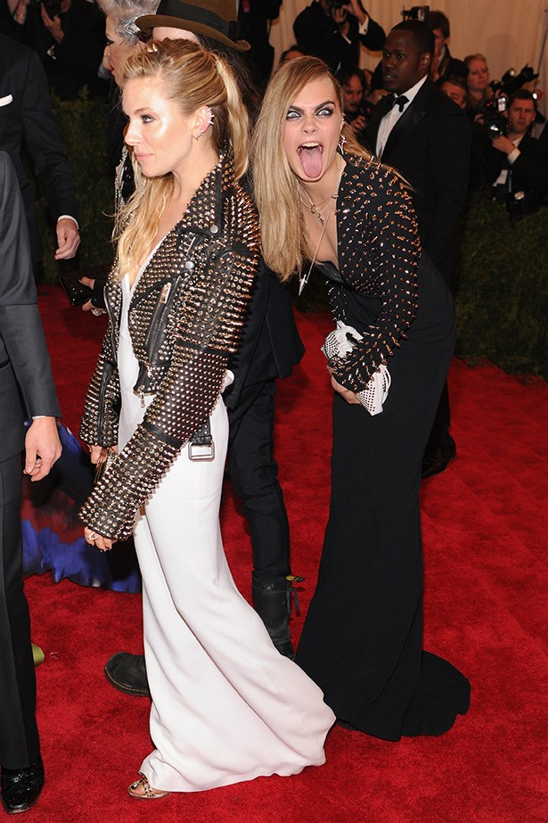 Cara is, of course, a photobomb pro.
