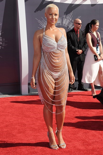 Amber Rose's Laurel Dewitt dress she wore to the VMAs was made almost entirely out of chains. Did we say almost? We meant completely.