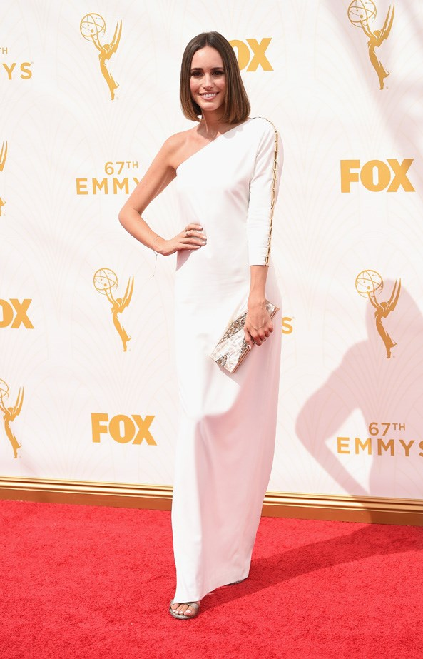 Louise Roe keeps things minimal in an white one-shoulder gown.