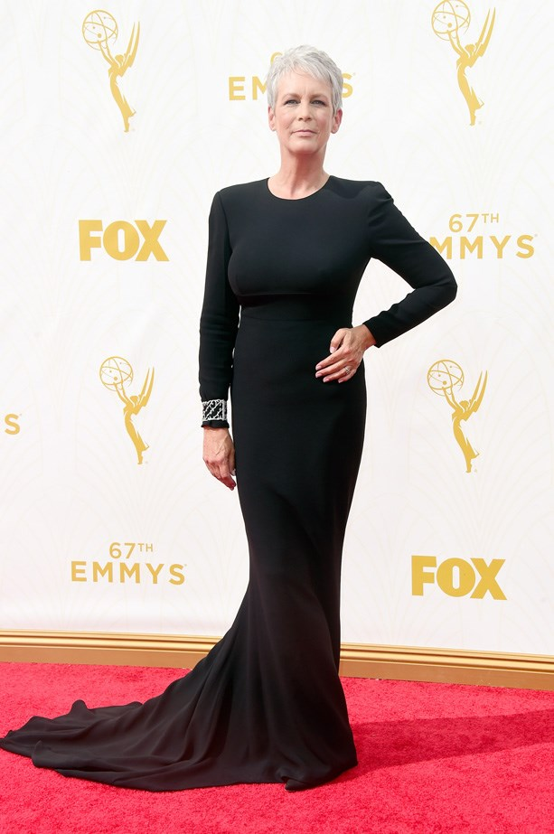 Jamie Lee Curtis looks very elegant in this simple black dress.