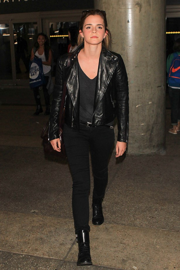 Could Emma Watson look any cooler at the airport? The all-black look is chic and just a little bit tough. The perfect combination.