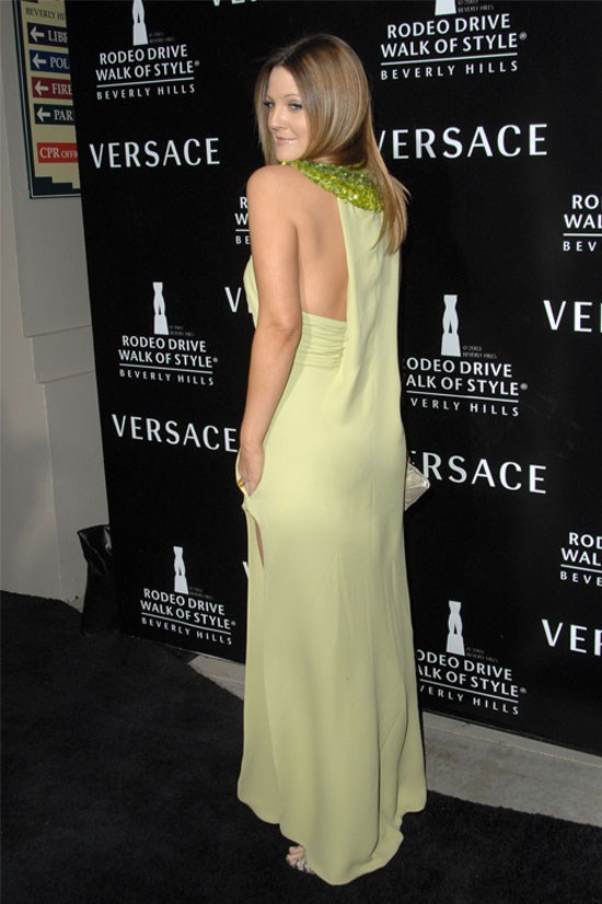 Drew rocks another pastel-coloured dress, made extra glamorous with her shiny, straight hair.