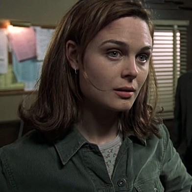 """EMILY DESCHANEL Law & Order: SVU, season 3, episode 17: """"Surveillance,"""" March 2002 . GETTY"""