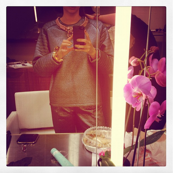 <em><strong>MIRANDA KERR</strong></em> <p> Ah, the mirror selfie. Miranda's Instagram was christened with a classic staple (and some inconspicuous product placement for KORA).