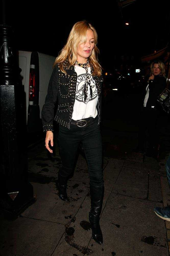 Kate Moss adds a skinny neck scarf for the ultimate 'I'm with the band' look.
