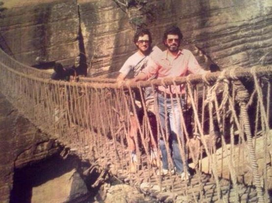 "<strong>Indiana Jones And The Temple Of Doom (1984)</strong> <br> <br> George Lucas and Steven Spielberg on set. <br> <br> Image: <a href=""https://twitter.com/MakingOfs/status/651215838498852864/photo/1"">Twitter</a>"