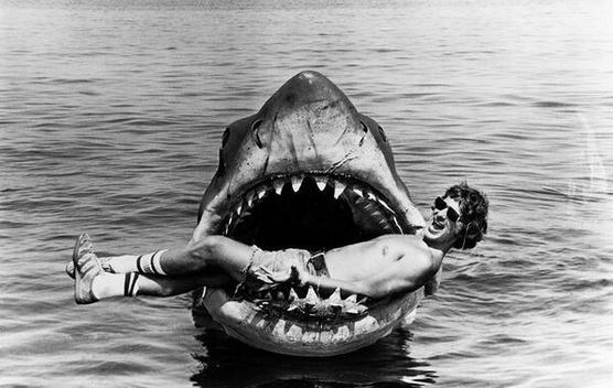 "<strong>Jaws (1975)</strong> <br> <br> Steven Spielberg takes a time out from shooting (doesn't look so relaxing…) <br> <br> Image: <a href=""https://twitter.com/HistoryInPics/status/464900381009780736/photo/1"">Twitter</a>"