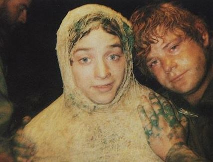 "<strong>The Lord of the Rings: The Return of the King (2003)</strong> <br> <br> Elijah Wood and Sean Astin taking selfies on set. <br> <br> Image: <a href=""https://twitter.com/MakingOfs/status/634546088498864128/photo/1"">Twitter</a>"