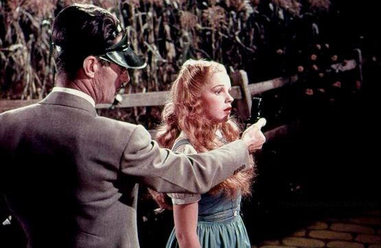 """<strong>The Wizard Of Oz (1939)</strong> <br> <br> Judy Garland during a screen test. <br> <br> Image: <a href=""""https://twitter.com/MakingOfs/status/601931165034008576/photo/1"""">Twitter</a>"""