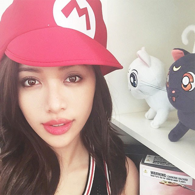 <p><strong>7. Michelle Phan</strong></p> <p>Earnings: $3 million</p> <p>Channel: Michelle is a self-taught makeup artist with incredible talents. She's used the success of her Youtube channel to launch her own makeup line and is seriously adorable, we get why she has 8.1 million subscribers. </p>